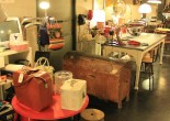 En esta preciosa tienda del centro de Pamplona no sólo tienen muebles bonitos o perfectamente recuperados, sino que es especial y diferente.