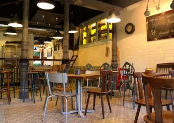 Como surgen siempre todas estas cosas, la casualidad, esta vez con nombre de Elena, nos llevó a este encantador restaurante en el centro de Madrid.